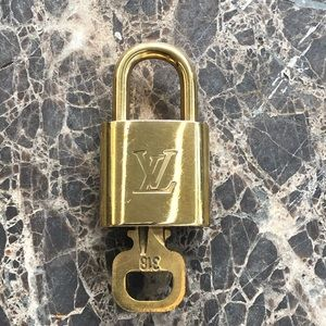 Auth. Louis Vuitton Brass Padlock #318 🔐 POLISHED